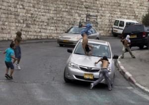 Pemukim Yahudi Tabrak 3 Bocah Pulang Shalat Jumat