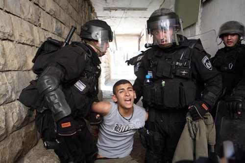 Arsip foto PIC: Serdadu penjajah zionis culik seorang remaja Palestina.