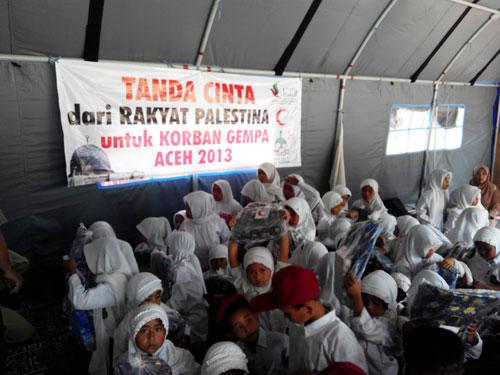 Diantara anak-anak yang ikut hadir menerima salam cinta dari Gaza itu. foto: Sahabat Al-Aqsha