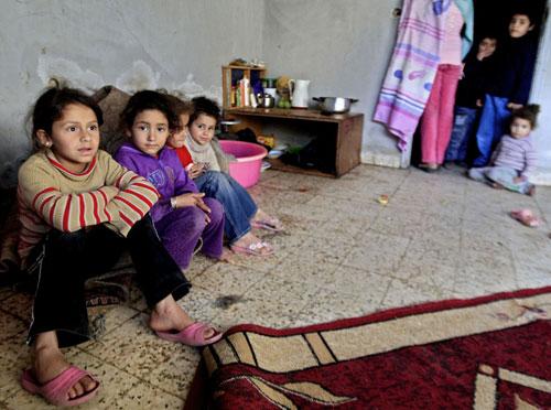 Anak-anak pengungsi Palestina di Suriah. Tiga pengungsi Palestina di Suriah dibunuh akibat serangan dan penyiksaan tentara militer Suriah. Foto: AP