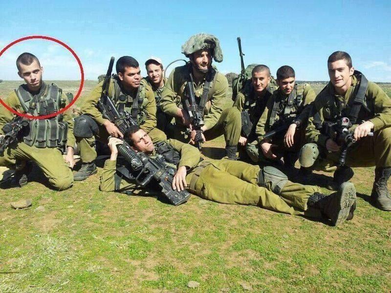 Saul Aron, dalam lingkaran merah, salah satu serdadu zionis yang ditawan Mujahidin Gaza. foto: Al-Qassam