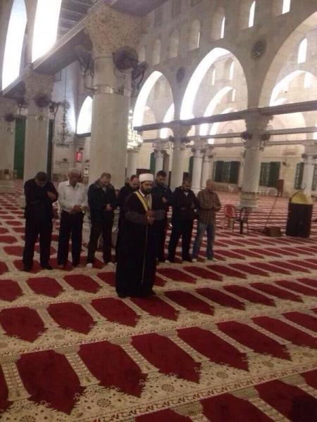 Cuma delapan orang yang shalat subuh di Masjidil Aqsha. Foto: @sahabatalaqsha