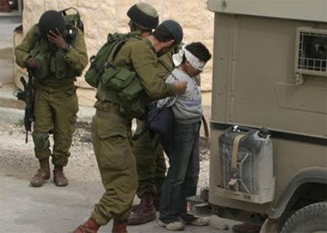 Penyiksaan dan penghinaan terhadap anak-anak Palestina terus berlangsung di penjara-penjara zionis. Foto: Deliberation