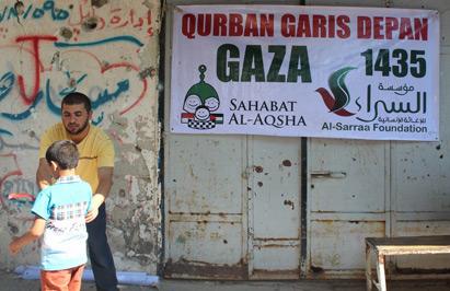 Jangan sampai jatuh. Foto: Sahabat Al-Aqsha/Al-Sarraa Foundation
