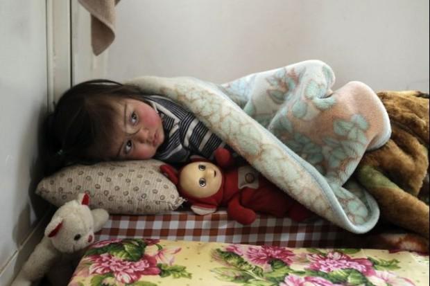 Seorang bocah pengungsi Suriah di salah satu kamp di Arsal, Lebanon Timur. foto: Ara News