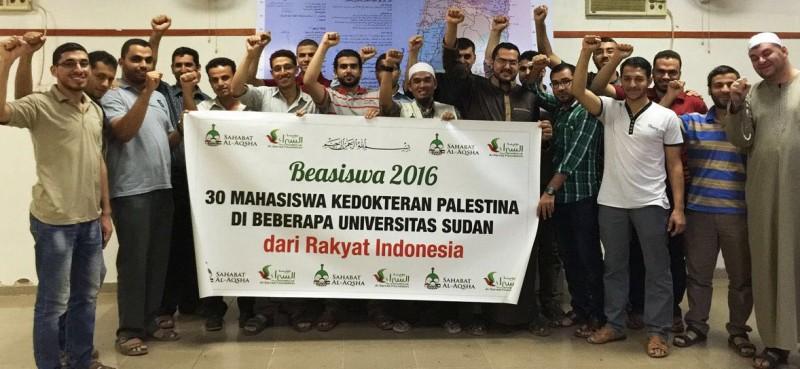Para mahasiswa kedokteran Palestina yang menerima beasiswa dari rakyat Indonesia sejak Januari 2012. Foto: Sahabat Al-Aqsha
