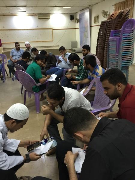 Para relawan Sahabat Al-Aqsha dari kalangan mahasiswa Indonesia di Sudan bertemu muka dengan para mahasiswa kedokteran Palestina. Melengkapi database. Foto: Sahabat Al-Aqsha