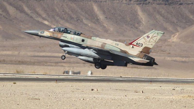 Jenis F-16I milik penjajah Zionis Israel yang terbakar dan pilotnya mati sepulang misi pemboman atas Gaza, Rabu lalu (5/10). Foto: Haaretz