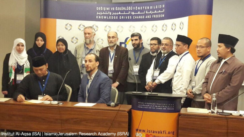 Pendiri ISA (Institut Al-Aqsa untuk Riset Perdamaian) dan Ketua Badan Pengarah ISRA (IslamicJerusalem Research Academy) menjelang penandatanganan protokol kerja sama antara kedua lembaga di bidang riset Baitul Maqdis di Istanbul, 9 Desember 2016. Foto: ISA