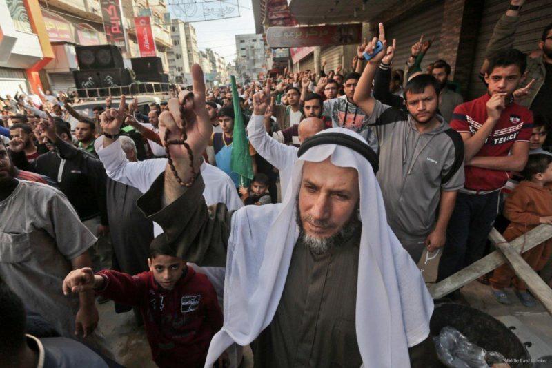 Rakyat Gaza memprotes RUU larangan adzan yang baru di Baitul Maqdis. Foto: Apaimages