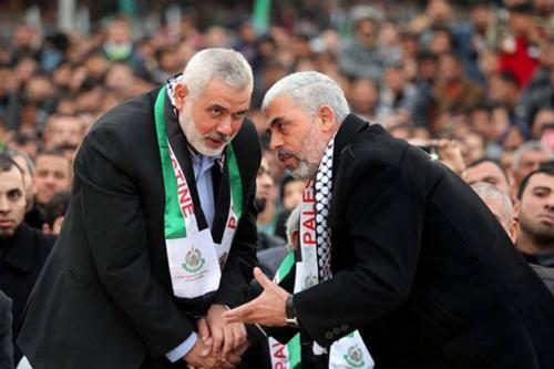 Yahya Al-Sinwar dan mantan PM Palestina Ismail Haniyah. Foto: MEMO