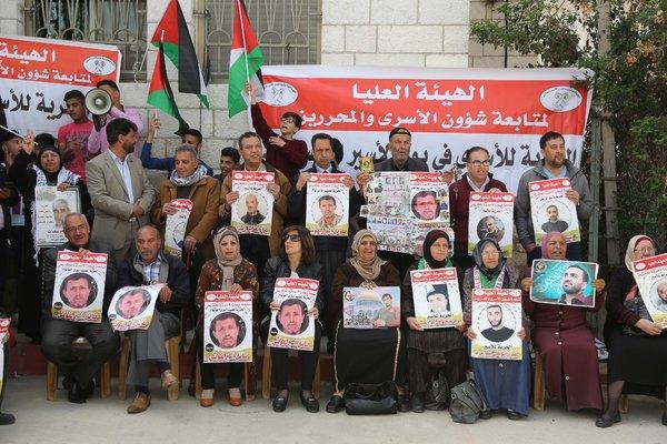 Demo menuntut pembebasan warga Palestina yang dikurung di penjara-penjara 'Israel', di Ramallah, Tepi Barat terjajah, bulan ini. Foto: Issam Rimawi/Anadolu Agency, via Getty Images