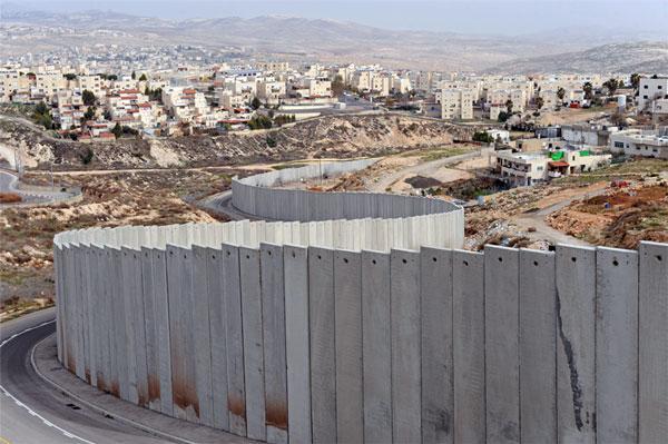 Tembok Pemisah yang dibangun oleh 'Israel' di Tepi Barat terjajah. Foto: MEMO