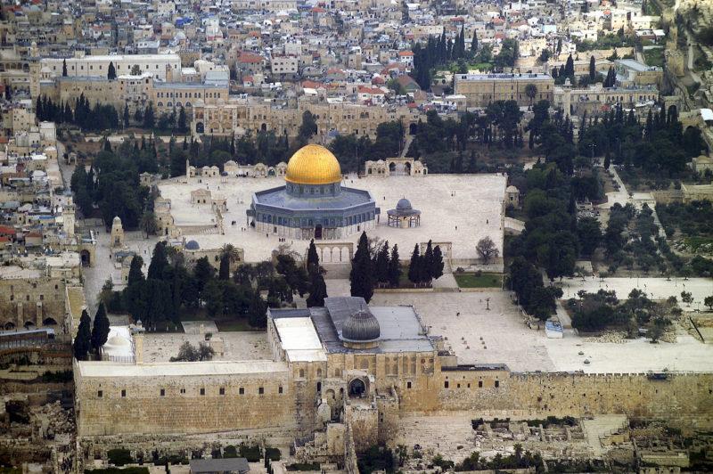 Masjidil Aqsha di kota Baitul Maqdis yang dijajah Inggris tepat 100 tahun lalu, dan diserahkan kepada penjajah Zionis Yahudi Israel 31 tahun sesudahnya, dan dikuasai sepenuhnya oleh Zionis 19 tahun kemudian. Foto: Lost Islamic History