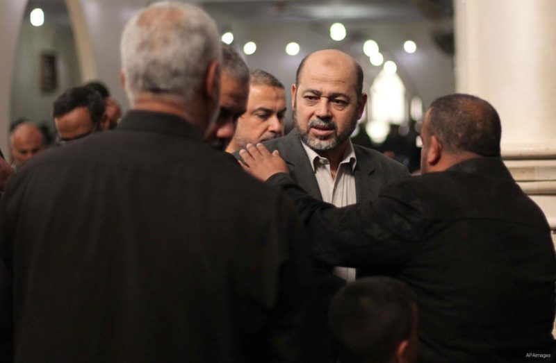 Pemimpin senior Hamas Mousa Abu Marzouk saat menghadiri pemakaman salah seorang pendiri Hamas, Mohammad Salih Taha di kamp pengungsi al-Bureij di pusat Jalur Gaza, pada 12 November 2014. Foto: Ashraf Amra/Apaimages