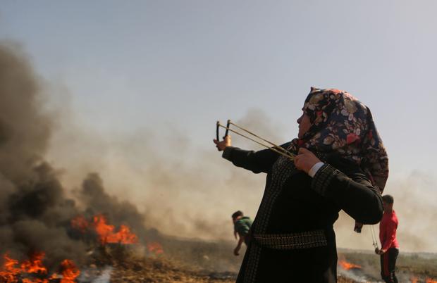 10.000 pendemo berkumpul di perbatasan Gaza dengan 'Israel' untuk pekan kedua aksi demo 'Great March of Return'. Foto: MEE/Mohammed Al Hajjar