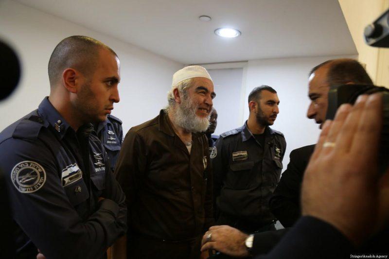 Syaikh Raed Salah (tengah) di pengadilan, 28 Maret 2018. Foto: Stringer/Anadolu Agency
