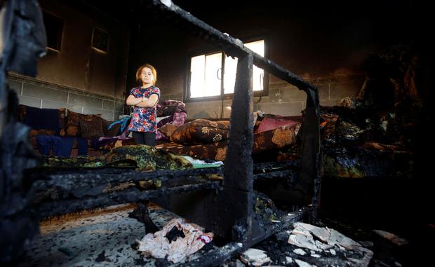 Kerusakan di dalam rumah keluarga Dawabsheh di desa Duma dekat Nablus di Tepi Barat terjajah. Foto: Reuters