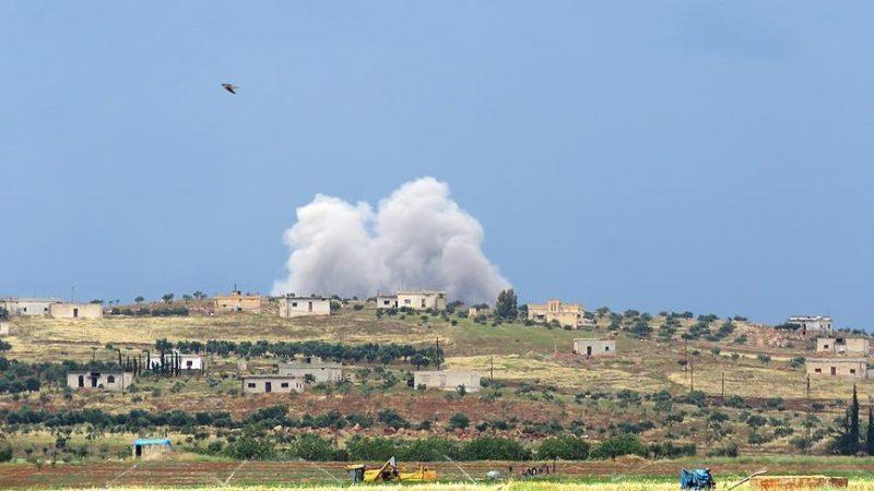 Pesawat-pesawat tempur menargetkan daerah pemukiman di provinsi Idlib, ungkap Pertahanan Sipil. Foto: Anadolu Agency