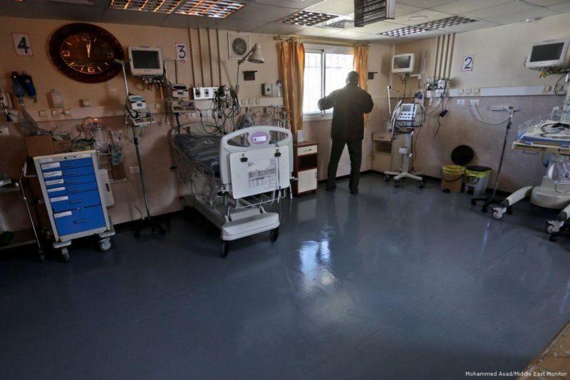Akibat kekurangan bahan bakar, generator di tujuh pusat kesehatan di Jalur Gaza yang terblokade berhenti beroperasi. Foto: Mohammed Asad/Middle East Monitor