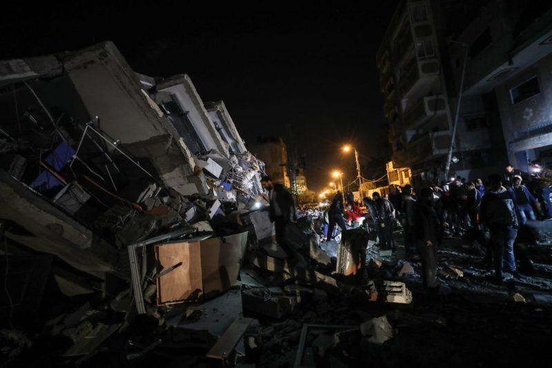 Stasiun Al-Aqsa TV yang dikelola Hamas hancur akibat serangan udara 'Israel' di Gaza pada 12 November 2018. Foto: Mustafa Hassona/Anadolu Agency