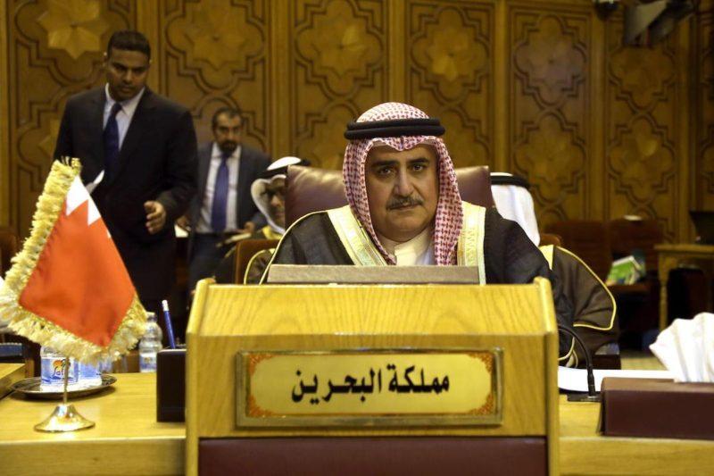 Menteri Luar Negeri Bahrain Khalid bin Ahmed Al Khalifa menghadiri pertemuan Menteri Luar Negeri Arab yang diselenggarakan untuk membahas pelanggaran 'Israel' terhadap Masjidil Aqsha, di Kairo, Mesir, pada 27 Juli 2017. Foto: Ahmed Gamil/Anadolu Agency