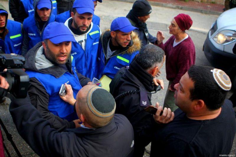 Pemukim ilegal Yahudi memaki-maki aktivis YAS di Al-Khalil, Tepi Barat, pada 10 Februari 2019. Foto: Mamoun Wazwaz/Anadolu Agency