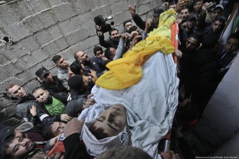 Yusuf Said Hussein al-Dayeh (15) meninggal dunia setelah ditembak di dada oleh gerombolan serdadu Zionis di Gaza. Foto: Mohammed Asad/Middle East Monitor