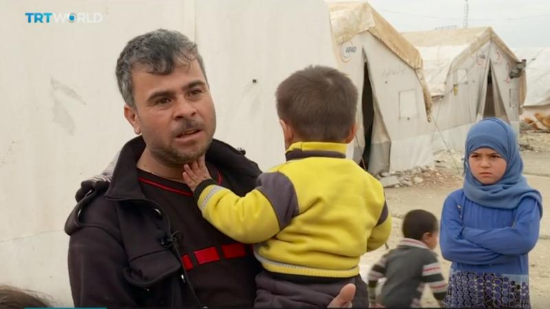 Muhammad Sayedeh dan keluarganya mengungsi di sebuah kamp di Afrin setelah kota mereka, Khan Shaykhun, dihancurkan oleh serangan udara pasukan rezim. Foto: TRT World