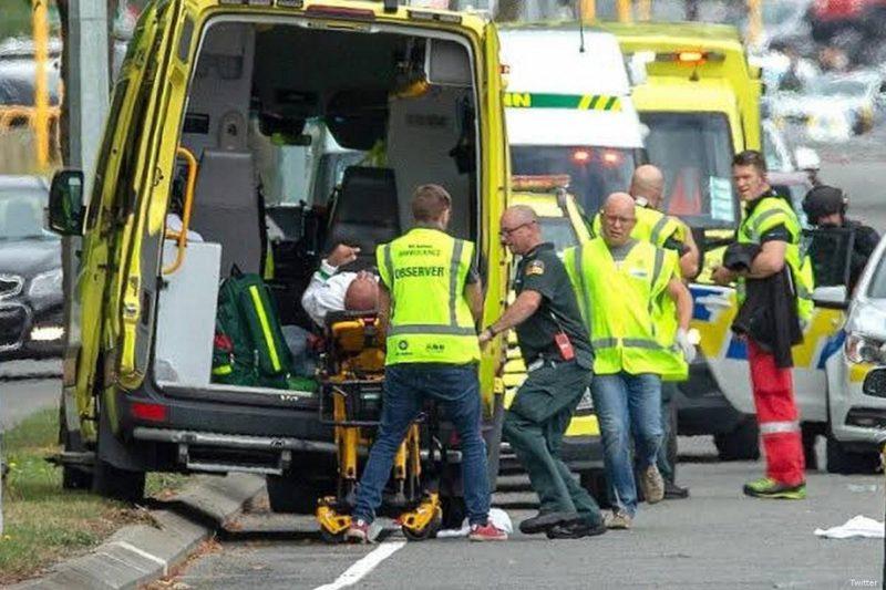 Ambulans tiba di tempat kejadian serangan teror di Selandia Baru di mana seorang pria bersenjata menembaki jamaah saat shalat Jumat pada 15 Maret 2019. Foto: Twitter