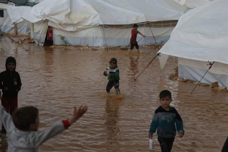 Anak-anak Suriah di Idlib, Suriah. Foto: Ahmad Darweesh/Twitter