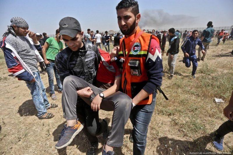 Gerombolan serdadu Zionis menembaki warga Palestina yang berunjuk rasa untuk memperingati 71 tahun Nakba, pada 15 Mei 2019. Foto: Mohammed Asad