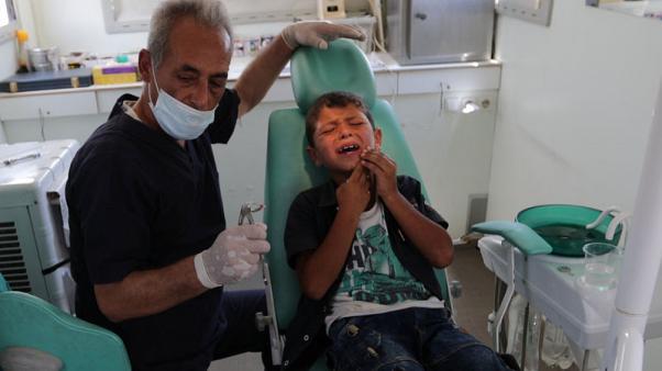 Bassel Maarawi (57), dokter gigi klinik gigi keliling di sebuah truk dekat Azaz, Suriah, 16 Juni 2019. Foto: Reuters/Khalil Ashawi