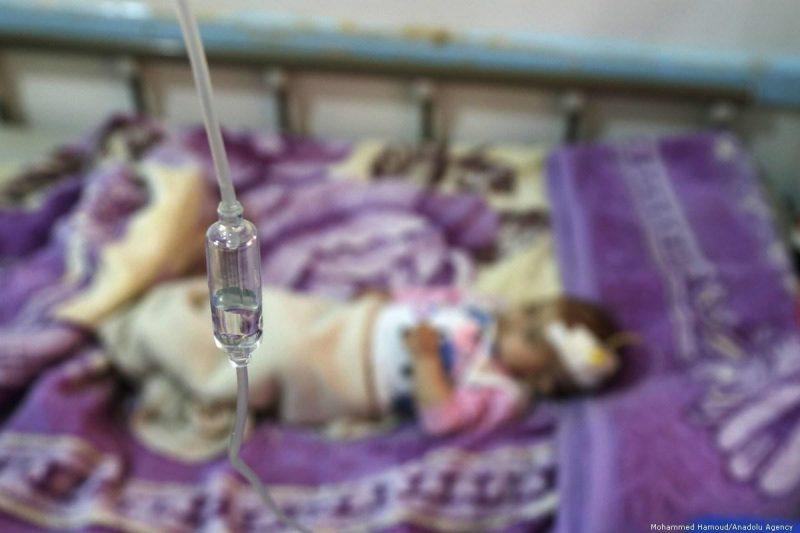 Seorang bayi yang menderita malnutrisi mendapat perawatan di rumah sakit Sabeen di Sana'a, ibukota Yaman, pada 7 Oktober 2019. Foto: Mohammed Hamoud/Anadolu Agency