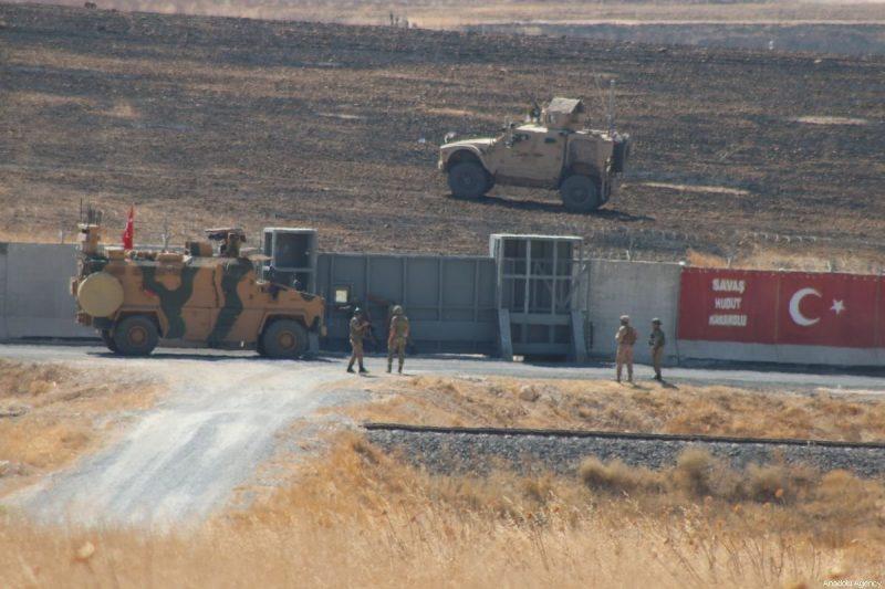 Pasukan Turki dan AS terlihat setelah menyelesaikan patroli darat bersama kali kedua dalam zona aman yang direncanakan di utara Suriah, sepanjang perbatasan Suriah-Turki, di Sanliurfa, Turki pada 24 September 2019 [Mustafa Güçlü / Anadolu Agency]