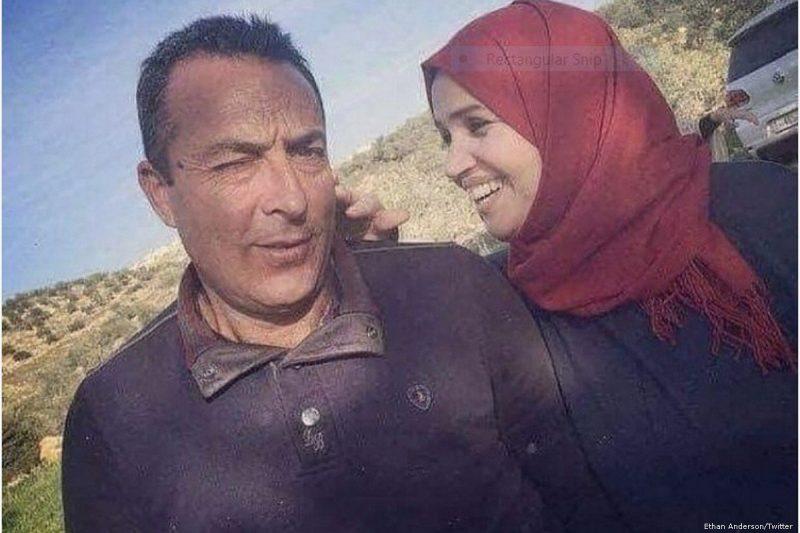 Aisha Muhammad Talal Al-Rabi (kanan) terbunuh setelah para pemukim ilegal 'Israel' menyerangnya dan suaminya menggunakan batu di Tepi Barat [Ethan Anderson / Twitter]