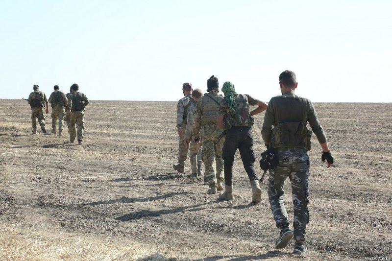 Anggota Tentara Nasional Suriah (SNA) bergerak di timur Ras Al-Ayn, Suriah pada 11 November 2019. (Muhammed Nur - Anadolu Agency)