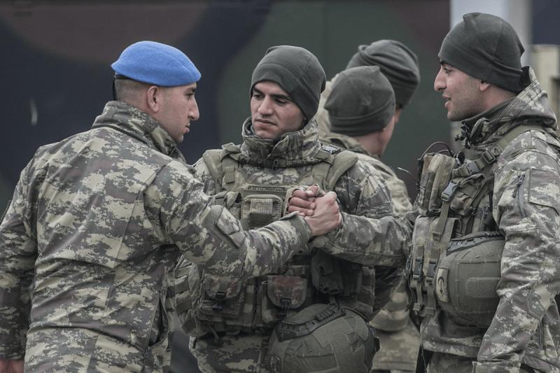 Pasukan komando Turki terlihat sedang dalam perjalanan menuju titik pengamatan di Idlib-Suriah, pada 11 Februari 2020 di Hatay, Turki [Cem Genco]
