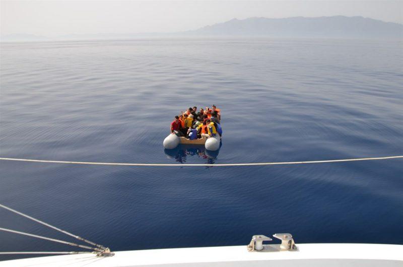 Muhajirin yang berada di atas perahu karet di lepas pantai Distrik Seferihisar, Provinsi Izmir, Kamis, 21 Mei 2020 (Foto AA)