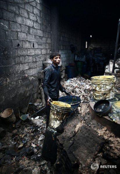 Penyulingan bahan bakar dari sampah plastik, Douma, 2017. Foto: Reuters