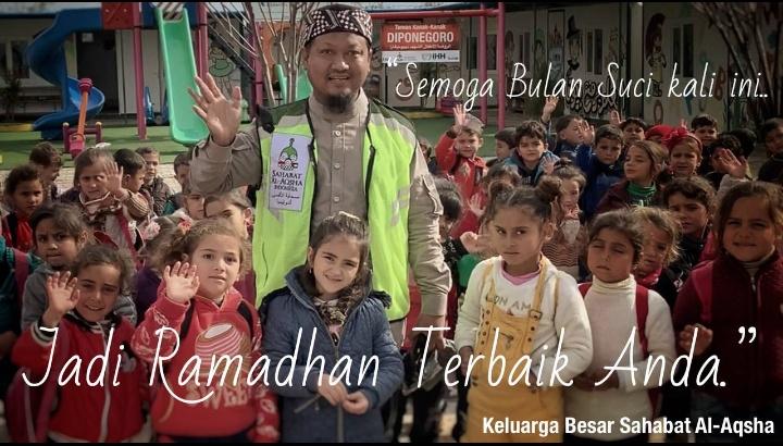 Abah Fanni bersama anak-anak yatim Suriah di TK Diponegoro yang 100% didanai masyarakat Indonesia di Provinsi Aleppo, Suriah.