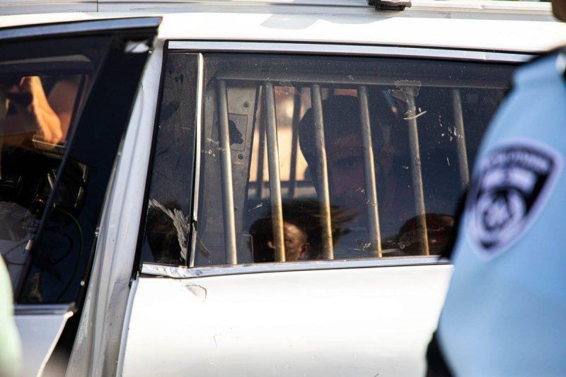 Serdadu zionis menangkap seorang warga Palestina di Gerbang Damaskus, Baitul Maqdis, 10 Juni 2021 [Eyad Tawil - Anadolu Agency]