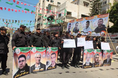 Hanya di Gaza: Tentara dan Polisi Berunjuk Rasa Membela Rakyat