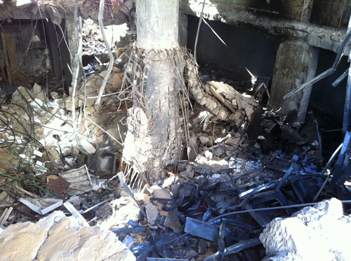 Bank Islam Nasional Palestina juga tak luput diluluhlantak oleh roket-roket zionis. foto: Sahabat Al-Aqsha