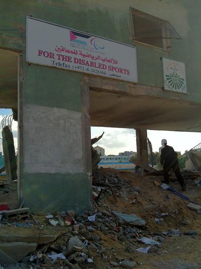 Kantor pusat olah raga untuk penyandang cacat di Stadion Palestina yang juga hancur oleh roket zionis foto: Sahabat Al-Aqsha